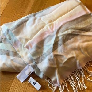 Gap scarf, with tags!